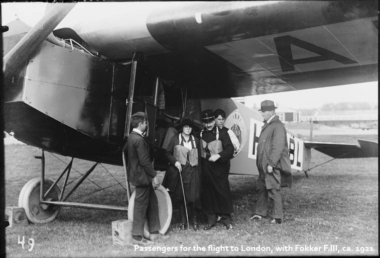 Passengers for the flight to London, with Fokker F.III, ca. 1921 (photo: KLM Historical Photo Archive)