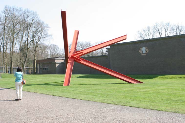 K-piece, Mark di Suvero