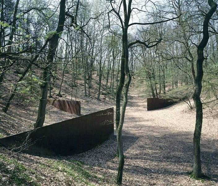 robert smithson richard serra essay John ruskin, claude lorrain, robert smithson, christopher tunnard, nikolaus pevsner, and yve-alain bois walked into a bar.