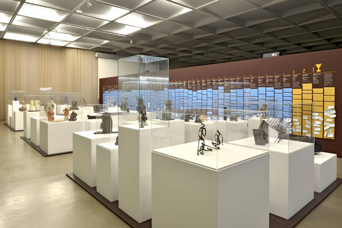 Tentoonstellingsoverzicht 'Expose III, 50 kleine sculpturen bij een groots afscheid', 2012