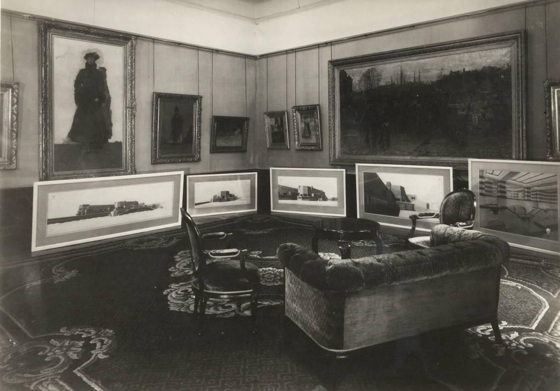 Tekeningen van het 'Groote Museum' door Henry van de Velde, getoond in een kamer van Lange Voorhout nr. 1.