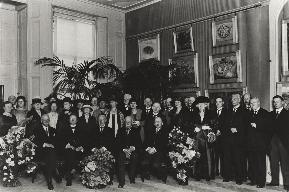 Receptie ter gelegenheid van het tienjarig bestaan van de Haagse Volksuniversiteit in Museum Kröller, Lange Voorhout 1926.