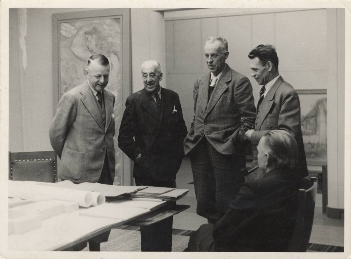 Sam van Deventer, Henry van de Velde, Chief Government Architect Kees Bremer, architect Gerrit Baas and sculptor John Rädecker, 1943