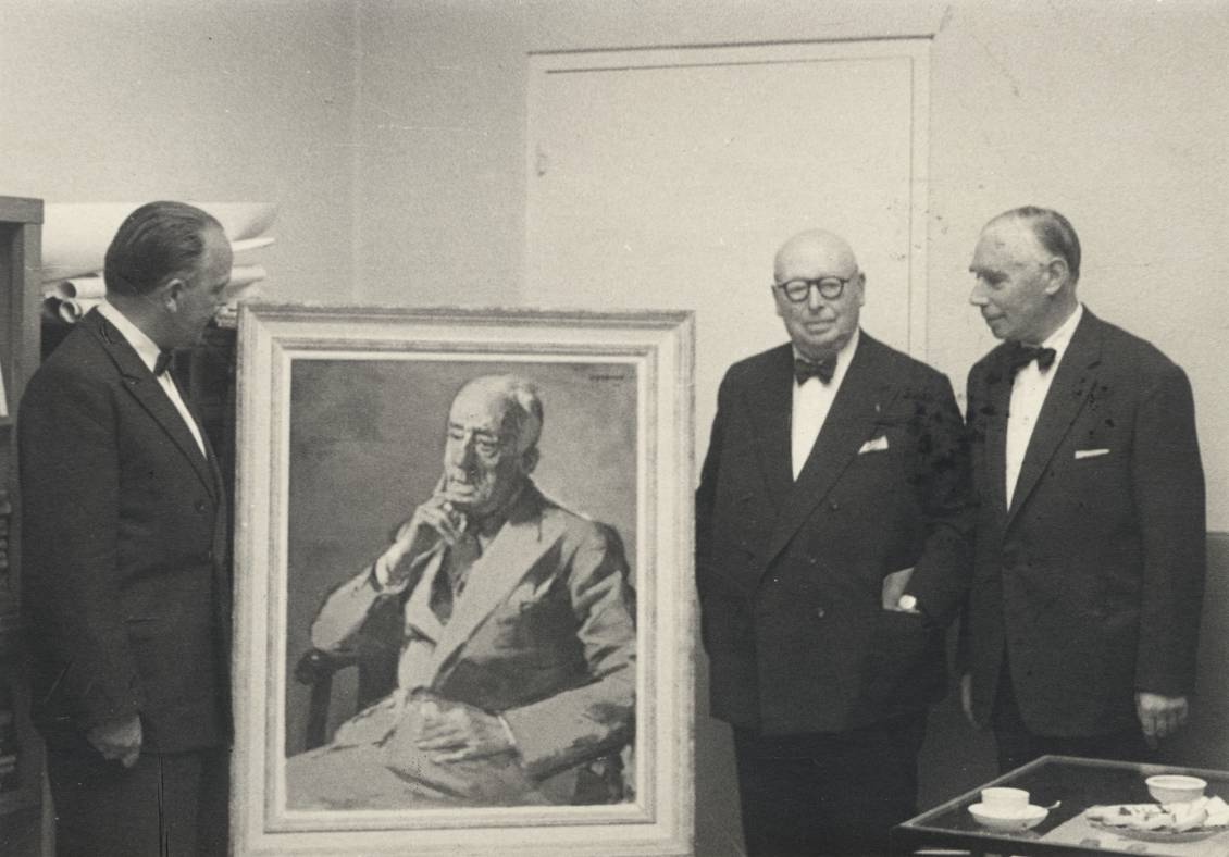Gathering about the portrait of Henry van de Velde (1943) by Opsomer with Reinink, Opsomer and Hammacher, July 1957