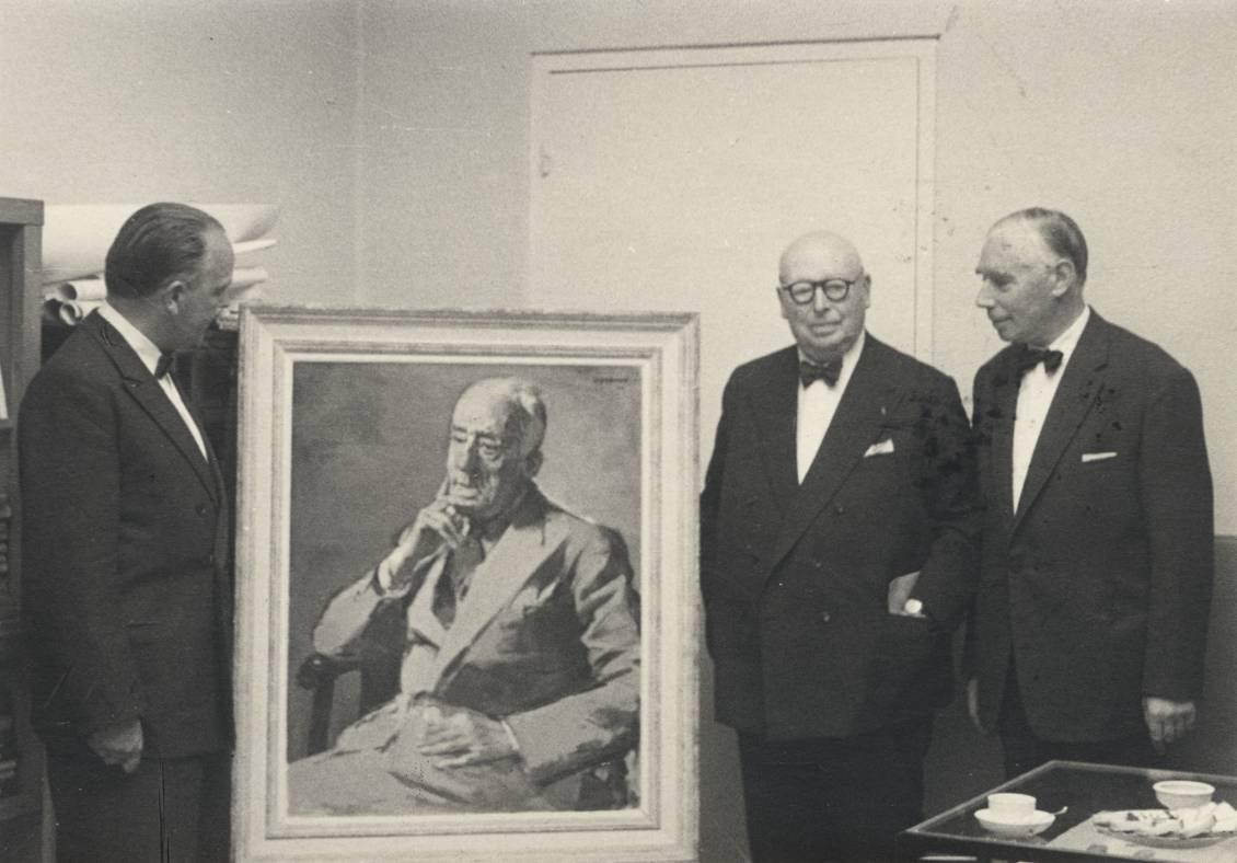 Overdrachtsbijeenkomst van het portret van Henry van de Velde (1943) door Opsomer met Reinink, Opsomer en Hammacher, eind juli 1957