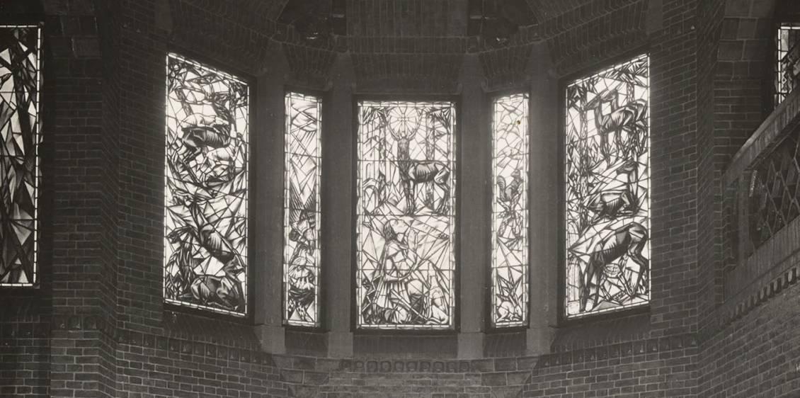 Arthur Henning, Glas-in-lood raam in de hal van Sint Hubertus, 1918
