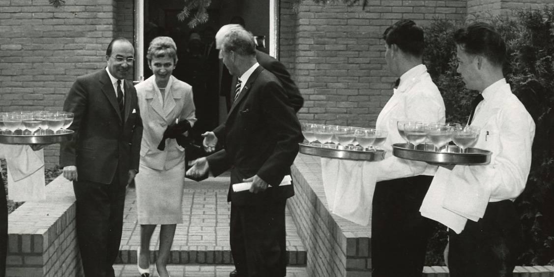 Minister Jo Cals, Renilde Hammacher, Bram Hammacher en Cees van der Leeuw