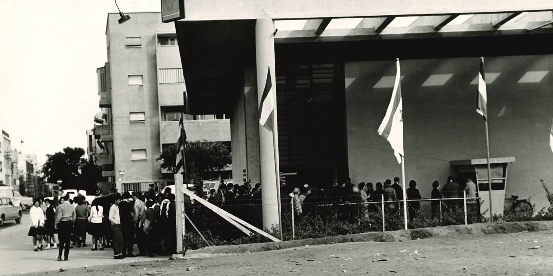 Van Gogh in Israël, Wachtrij bij museum Tel Aviv, 1963