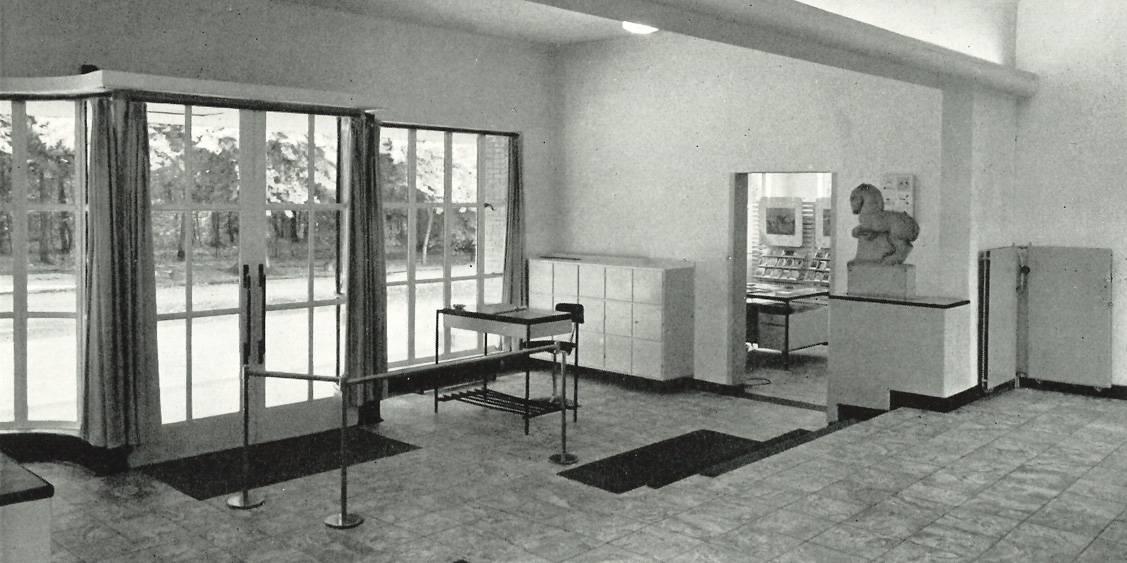 Entree en ingang museumwinkel, 1953
