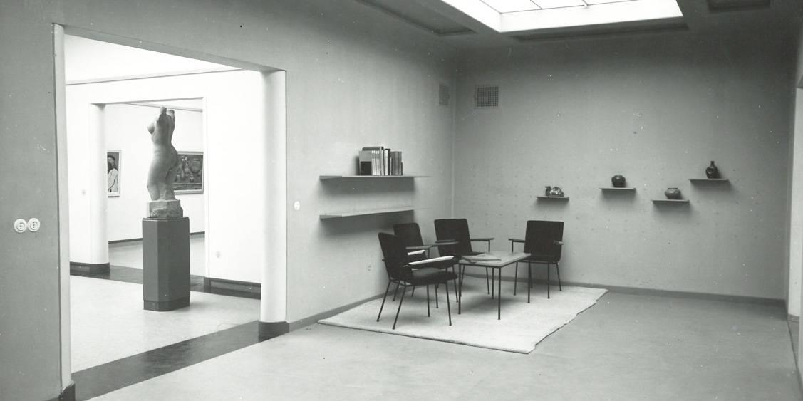 Inrichting met leeshoek, 1953