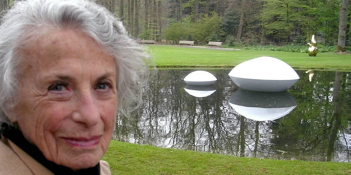 Installatie van 'Two lenses' onder begeleiding van Marta Pan, 2005