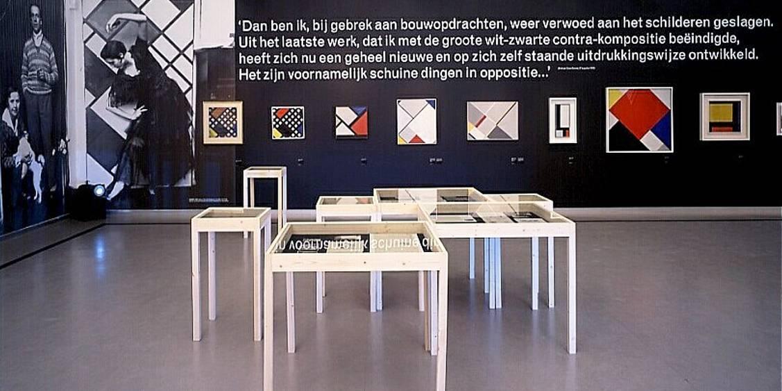 Tentoonstellingsoverzicht 'Theo van Doesburg: schilder, dichter, architect', 2000