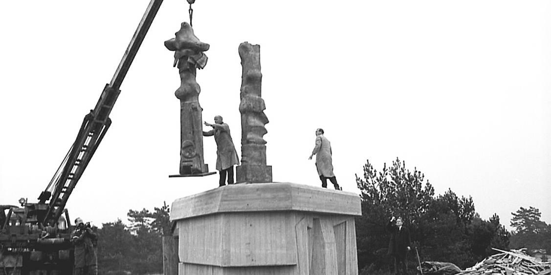 Installation Three upright motives, 1965