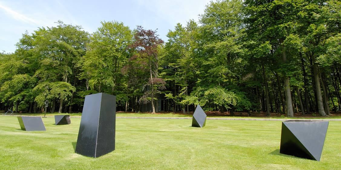 Tentoonstellingsoverzicht 'Verlangen naar de tuin – beelden uit het depot', 2007