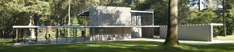 Rietveld pavilion with sculptures by Barbara Hepworth
